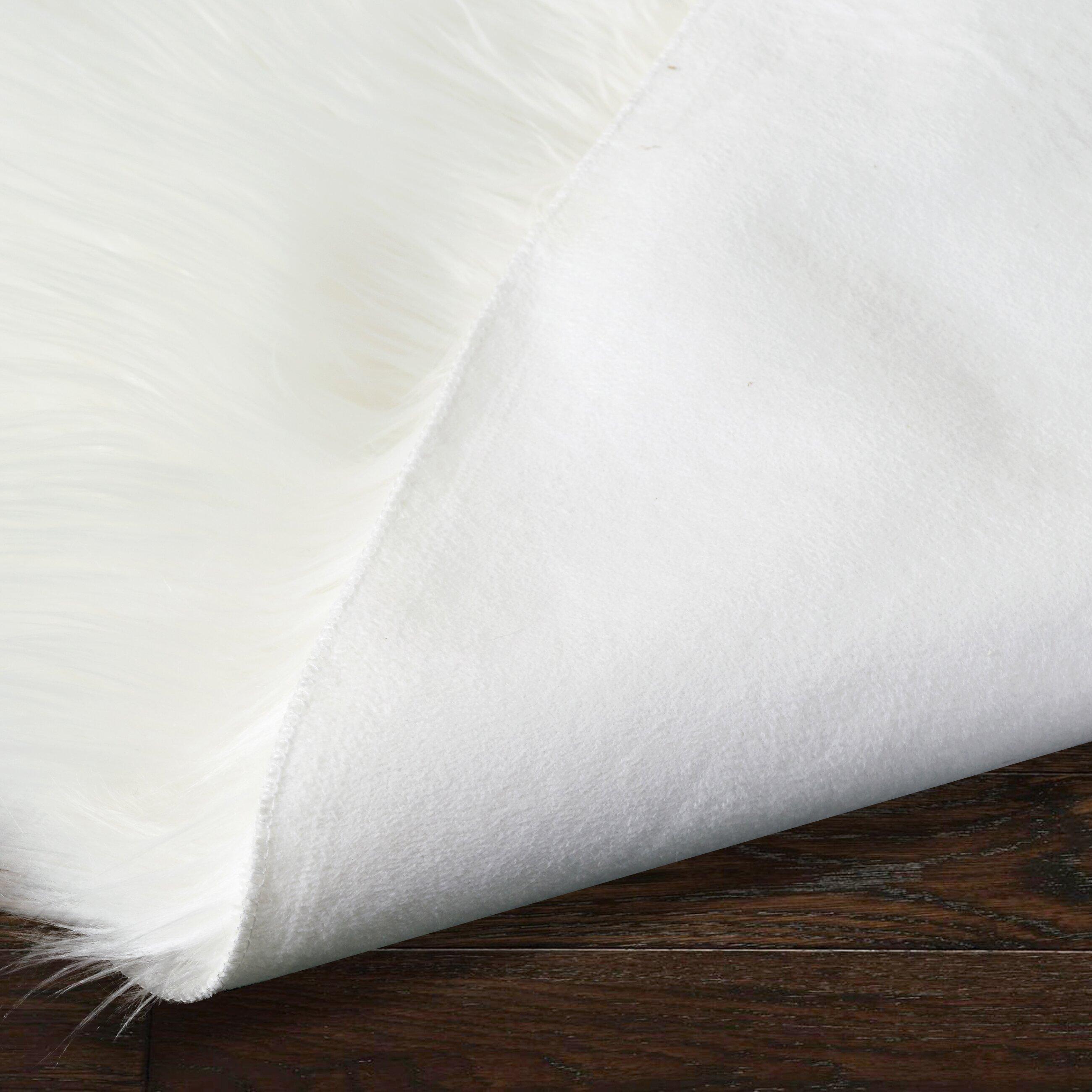 Glamour Home Decor Alair White Round Faux Fur Area Rug