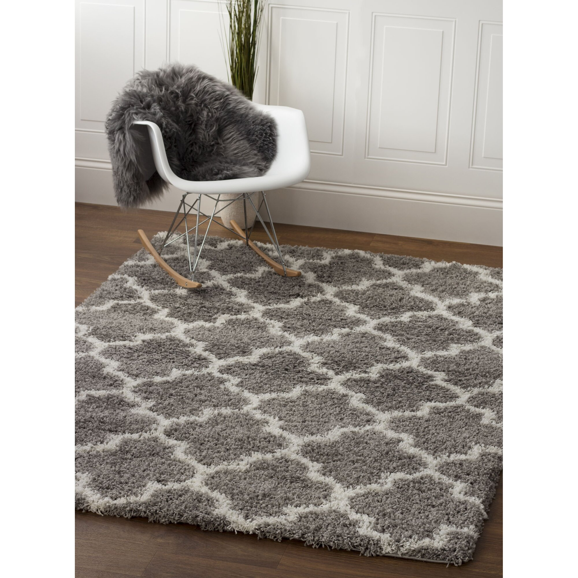 Chiro Deluxe Mattress Flexform Groundpiece Bed Moroccan Area Rug picture on Cozy White Shag ...